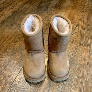 Toddler UGGs size 7